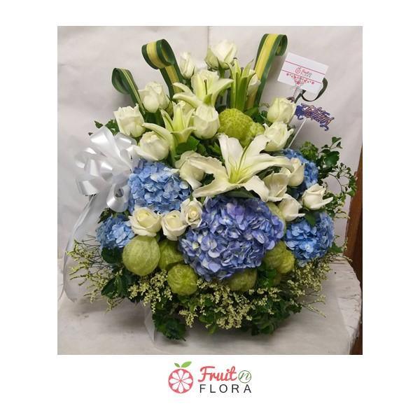 กระเช้าดอกไม้ จัดแต่งด้วยดอกไม้สวย ๆ เกรดพรีเมียม จากช่างจัดสุดประณีต