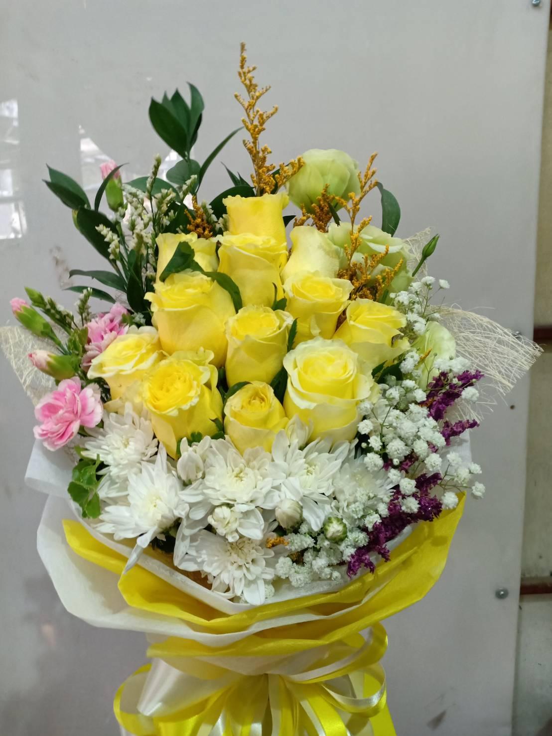 ช่อดอกกุหลาบสีเหลืองโดดเด่นสะดุดตา หากได้รับจากคนรักก็สะดุดใจ
