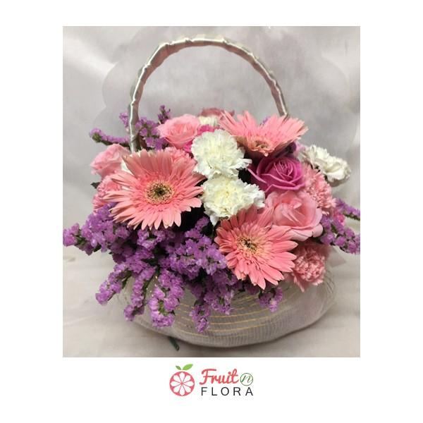 กระเช้าดอกไม้โทนสีชมพุพาสเทล น่ารัก ๆ จากร้าน Fruit N Flora ละมุนทุกความรู้สึก