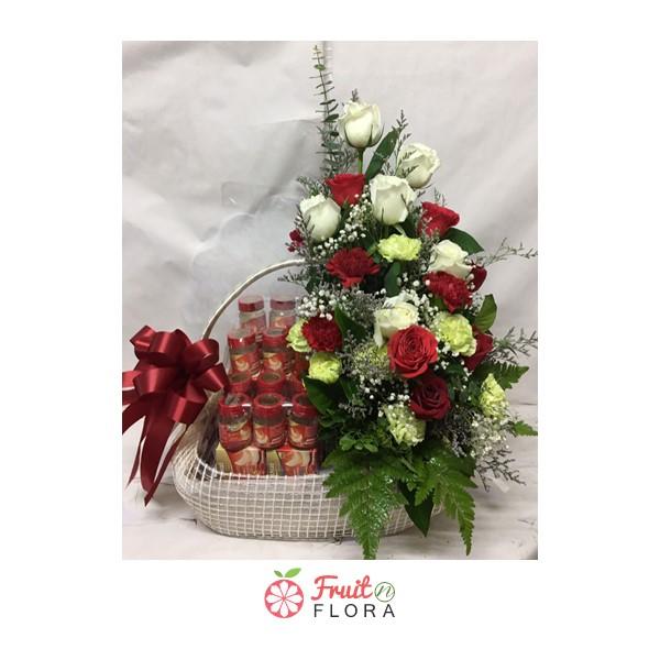 กระเช้าของขวัญเพื่อสุขภาพ ประดับด้วยดอกไม้สวย ๆ สื่อถึงความห่วงใยต่อคนที่คุณรัก