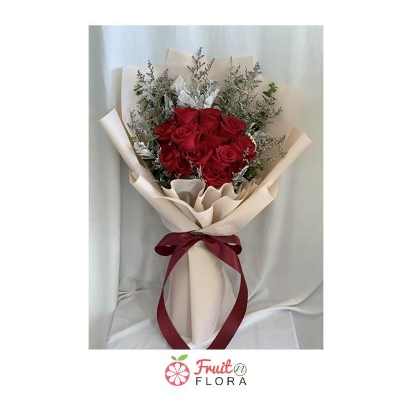 ช่อดอกกุหลาบสวย ๆ ห่อด้วยกระดาษสีครีม ได้รับจากคนรัก เป็นต้องปลื้มทุกราย
