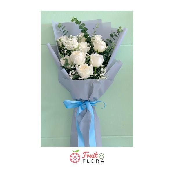 ช่อดอกกุหลาบสีขาวของเราสวยมากเลยค่ะ เหมาะสำหรับมอบให้คนรักของคุณแบบจุก ๆ