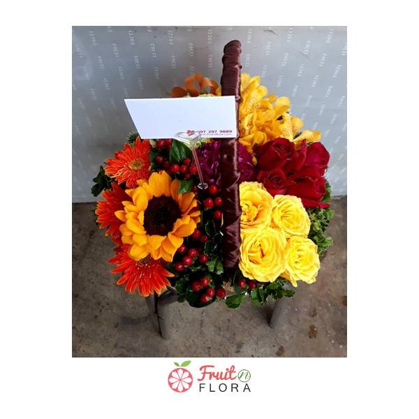 กระเช้าดอกไม้สวยๆ หลากสีสันสดใส เพิ่มเติมความสดชื่นน่าอยู่ให้บ้านของคุณ