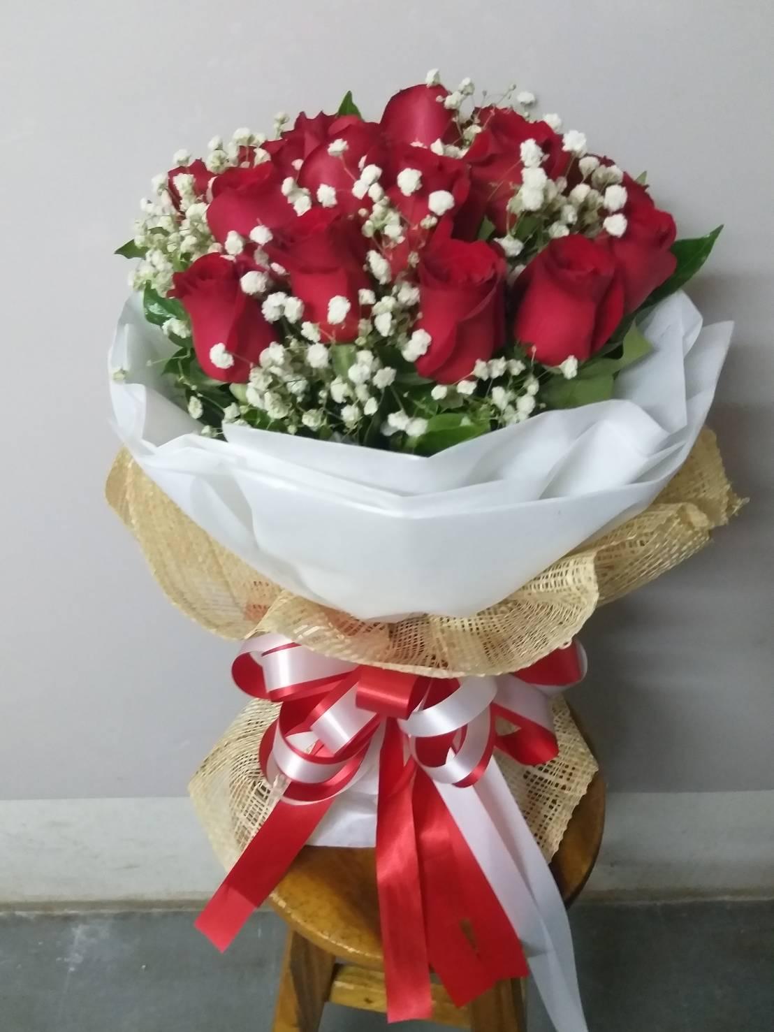 ช่อดอกกุหลาบสีแดงสื่อรัก ใครได้รับเป็นต้องปลื้ม