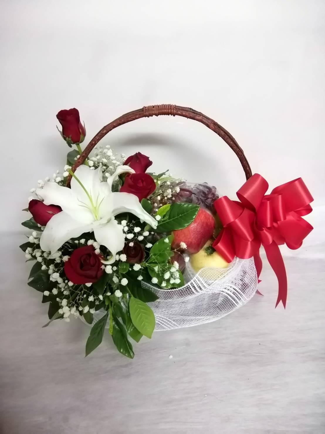 กระเช้าผลไม้สด ส่งพร้อมความรัก ความปรารถนาดีให้คนที่คุณห่วงใยกันค่ะ