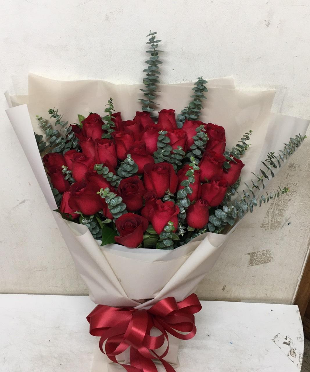 ช่อดอกกุหลาบแดง ช่อดอกไม้สุดโรแมนติก มอบให้ได้ในทุกวัน ไม่จำเป็นต้องในช่วงเทศกาลเพียงอย่างเดียว