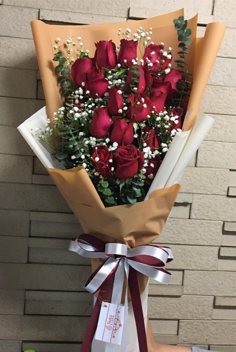 ช่อดอกไม้แห่งความรักมอบให้กับคนพิเศษของหัวใจ
