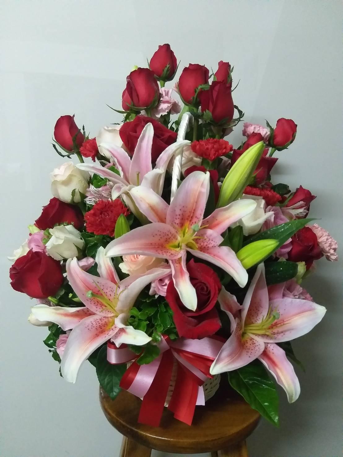 กระเช้าดอกไม้แสนสวยมอบให้แก่คนสำคัญในโอกาสพิเศษ
