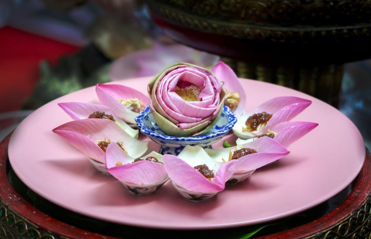 เมนูอาหารไทยใส่ดอกไม้กินได้