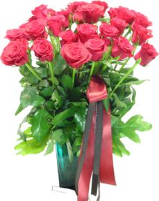 แจกันดอกกุหลาบสีแดงอมชมพู 30ดอก