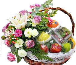 กระเช้าผลไม้ ประดับด้วยดอกไม้ขนาดใหญ่