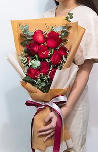ช่อดอกกุหลาบยาว สีแดง
