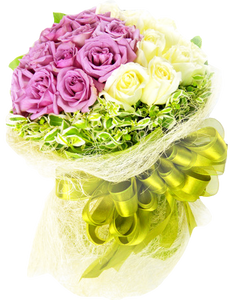 ดอกกุหลาบสีขาวและชมูขนาดใหญ่ในช่อ