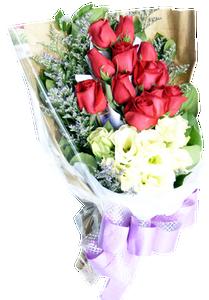 ช่อดอกไม้ที่ใช้ดอกกุหลาบสีขาวและขาวในการจัด