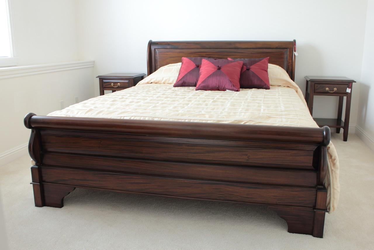kingsize sleigh bed  laurel crown