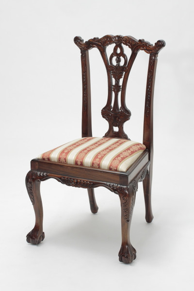 Charmant Chippendale Mahogany Ball And Claw Chairs
