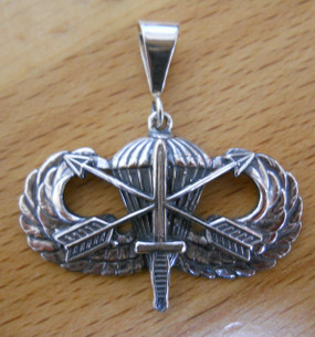 US Army Special Forces Basic Parachutist Pendant