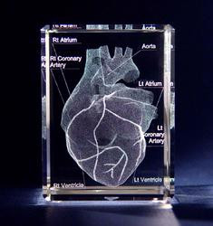 Personalized 3D diamond-cut optic crystal with a custom image