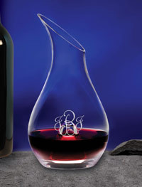 Personalized wine decanter made of crystal with initials or monogram, and the choice of seven engraving styles