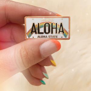 AC00176-MLT-OS Aloha Enamel Pin - Hawaii Aloha License Plate - Hawaii Enamel Pin - Cute  Hawaii Favor Souvenir - Wedding Favor Hawaii -  Wildflower + Co - VSCO