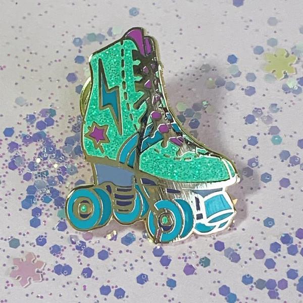 Roller_skate_flairpin_cute_cutepin_VSCO_aqua_JW00289-AQU-OS-R_pins_for_jackets
