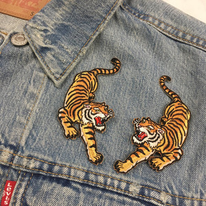 Savage, climbing tiger patches are perfect for bad asses. Intricately embroidered. We designed these as a pair - mirror images of each other. They are sized to look awesome on the yoke of a jacket (& just about anywhere!).  ♥ Right side only