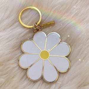 AC00216-WHT-OS - Daisy Keychain, Keychain, Key Chain, Key Ring, Hard Enamel, Keyring, Bag Charm, Enamel Keychain, Hard Enamel Keychain, Gift, Cute Gift, Cute Gifts, Floral, Flower, Daisy