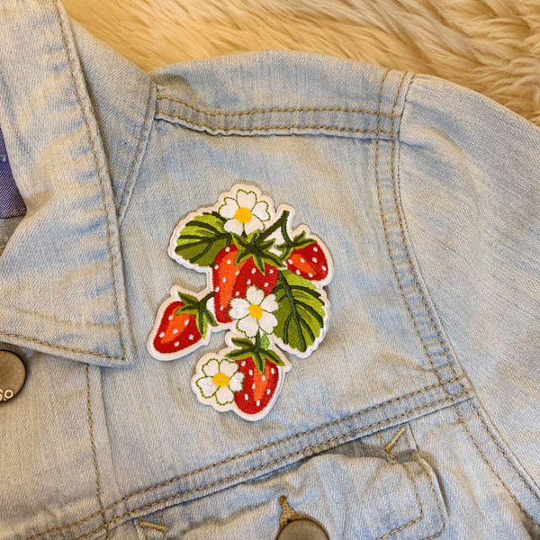 TR00485-RED-OS - Strawberry Plant Patch - Right Side only  - Patches, Patch, Iron On, Iron On Patches, Patches for Jackets, Embroidered Patches, Embroidery, Embroidered, Strawberry, Strawberries