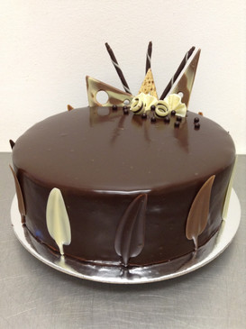 Elegant Classic Chocolate Mud Cake