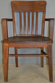 18532 Oak Bankers Arm Chair