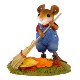 Wee Forest Folk Miniature - Cheerful Chore (M-495)