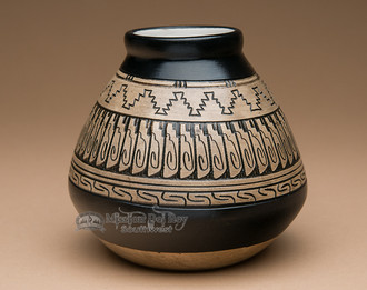 Native American Navajo Etched Pottery Vase