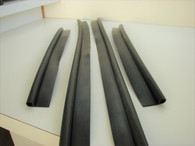 A40 lower door seal at floor. Kit : sedan