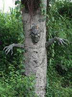 Spooky Living Tree Décor