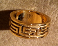 RINGS ISLETA GOLD BAND GREEK KEY DESIGN Andy Kirk RIGBGKDAK2