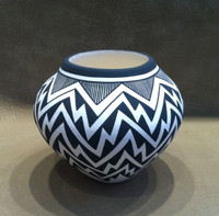 Pottery Acoma Black and White Zig Zag Pattern Design Kathy Victorino SOLD