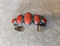 BRACELET NAVAJO 5 STONE TOTAL 3 OVAL VERTICAL 2 TEARDROP HORIZONTAL CABOCHONS ORANGE & RED CORAL STERLING SILVER STAMPED CUFF A. JAKE