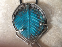 PAWN ZUNI TURQUOISE LARGE HEAVY CARVED LEAF BOLO TIE SAWTOOTH BEZEL STERLING SILVER