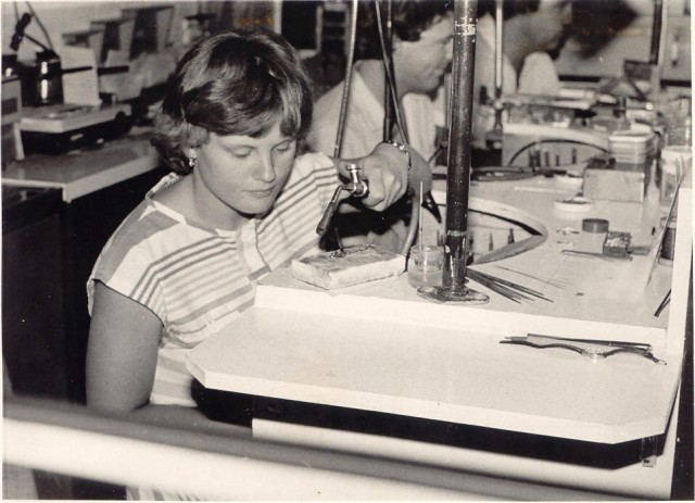Michele started her jewellery manufacturing apprenticeship in 1979 in Taree