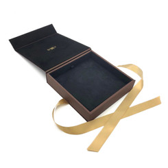 8918 High Quality American Leatherette and China Suede Necklace Box