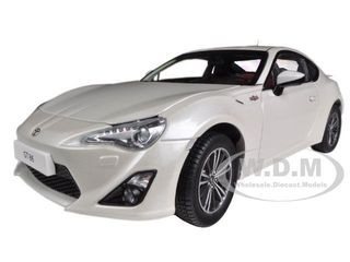 2013 Toyota 86 GT Left Hand Drive Satin White Pearl 1/18 Diecast Model Car Century Dragon 1002 a