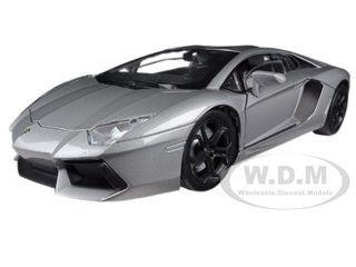 Lamborghini Aventador LP700-4 Grey 1/18 Diecast Car Model Motormax 79154