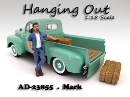 Hanging Out Mark Figure For 1:18 Scale Models American Diorama 23855