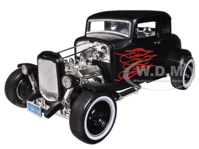 1932 Ford Hot Rod Matt Black with Flames Limited Edition / Platinum Collection 1/18 Diecast Model Car Motormax 77172