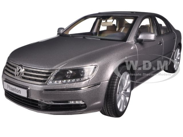 Volkswagen Phaeton Arabesque Silver 1/18 Diecast Model Car Kyosho 08831 AS
