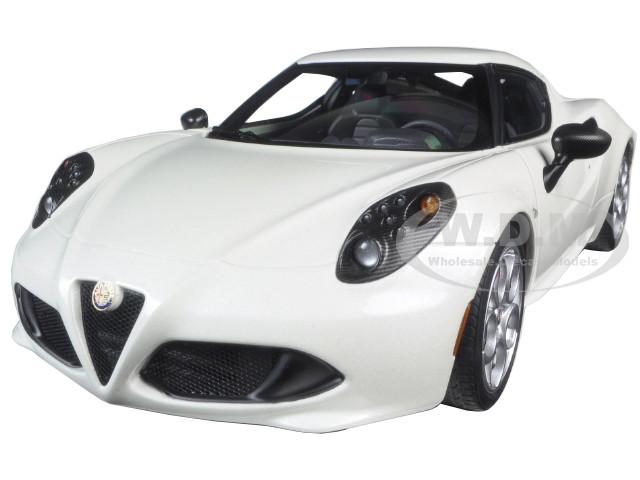 Alfa Romeo 4C Pearl White 1/18 Model Car Autoart 70188