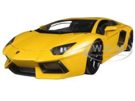 Lamborghini Aventador LP700-4 Yellow 1/24 Diecast Model Car Welly 24033