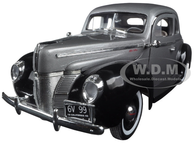 1940 Ford Deluxe Grey with Black Timeless Classics 1/18 Diecast Model Car Motormax 73108 TC-GRY-BK