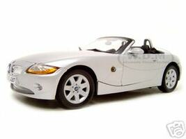 BMW Z4 Convertible Silver 1/18 Diecast Model Car Motormax 73144