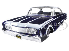"""1960 Ford Starliner Purple """"Outlaws"""" 1/26 Diecast Model Car Maisto 31038 purp"""